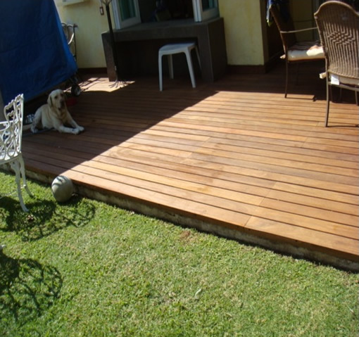 Deck cumar piso para interiores y exteriores for Deck para exteriores